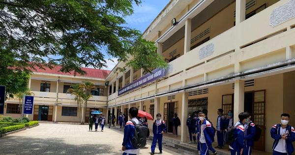 Đón học sinh từ các địa phương khác trở về Lâm Đồng nhập học